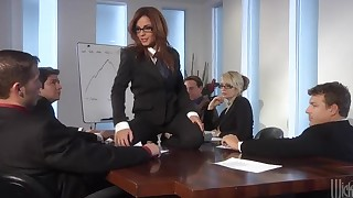 babe blowjob office threesome